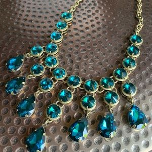 Jewelry - Sparkly blue necklace!